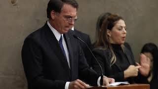 Os diplomas assinados pela presidente do TSE, ministra Rosa Weber, foram entregues a Jair Bolsonaro e Hamilton Mourão, que vão assumir a presidência e a ...