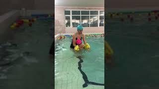 Грудничковое плавание. Тренировка по плаванию детей.