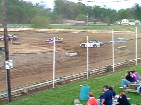 Lakeville (Ohio) Speedway Pro Stock heat race 4-30-10  098.AVI