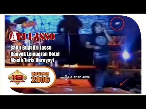 VIRALL !!! DI LEMPARI PENONTON 'ARI LASSO' TETAP BERNYANYI ... (Live Konser Pontianak 2006)