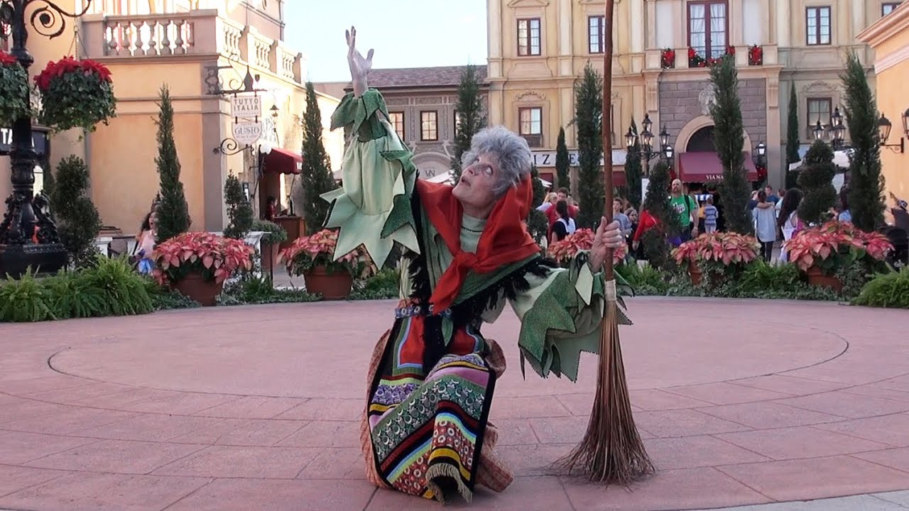 La Befana Italy Holiday Storyteller At Epcot Holidays