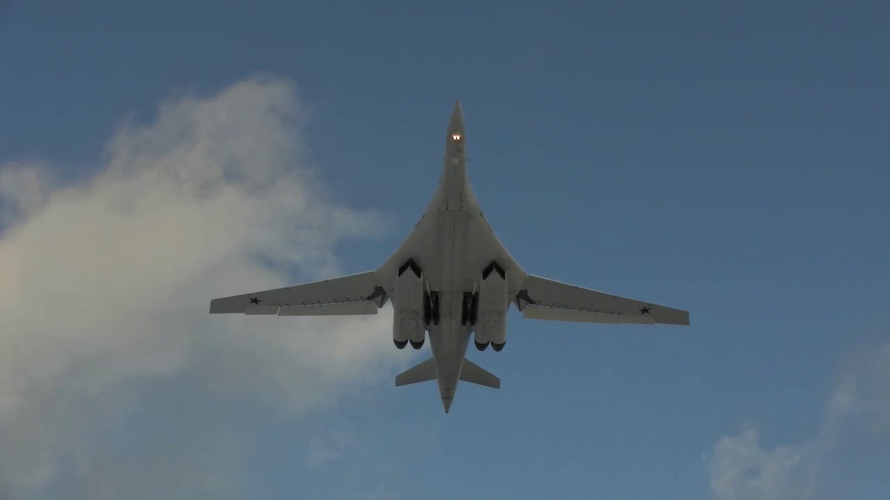 Летно-тактическое учение молодых летчиков дальней авиации на Ту-160