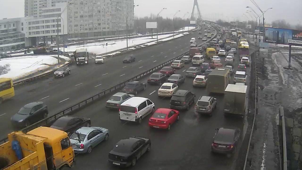 ДТП и пробка на Московском мосту в Киеве [2017-02-18 11:15:56]