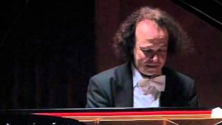 Download Cyprien Katsaris live in Shanghai, 2005 - Schubert/Liszt: Ave Maria, D. 839 MP3 song and Music Video
