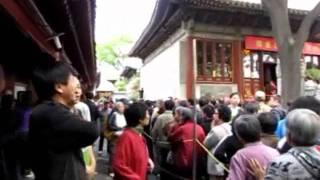 释迦牟尼佛诞辰日,北京广济寺举行大型浴佛法会
