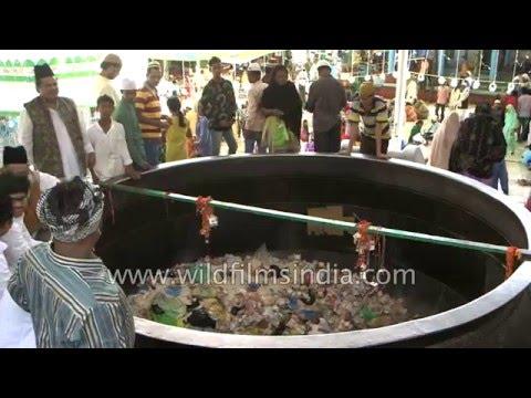 Throwing money and food into Badi Deg at Ajmer Sharif