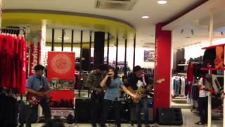 BURSTING BOMBS LIVE AT OBESPHERE DISTRO RAWAMANGUN