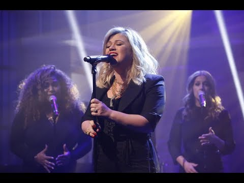 [HD] Kelly Clarkson | I Don't Think About You LIVE on Late Night with Seth Meyers 2018!