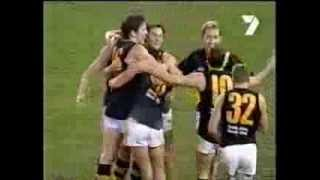 Western Bulldogs v Richmond AFL 2001. Final stages of tight last quarter
