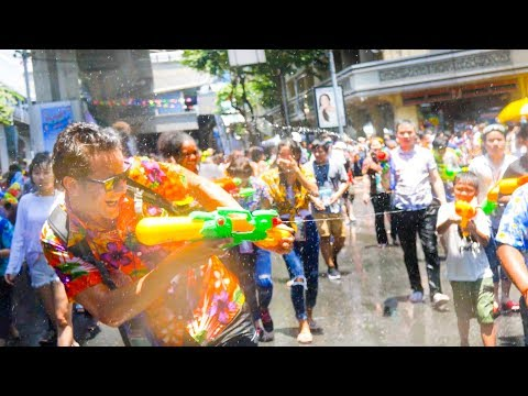 Thai Street Food WATER FIGHT PARTY!! SONGKRAN FESTIVAL 2018 in Bangkok, Thailand!