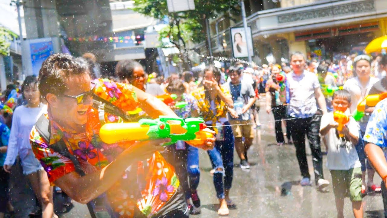 SONGKRAN FESTIVAL 2018!! Thai Street Food Tour and WATER FIGHT PARTY in Bangkok, Thailand!