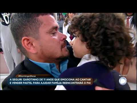 Emocionante: garotinho gênio reencontra o pai no palco do Domingo Show