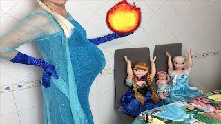 Elsa y Anna muñecas grandes y los nuevos poderes de mamá con Bebé Nenuco Lola y hermanas