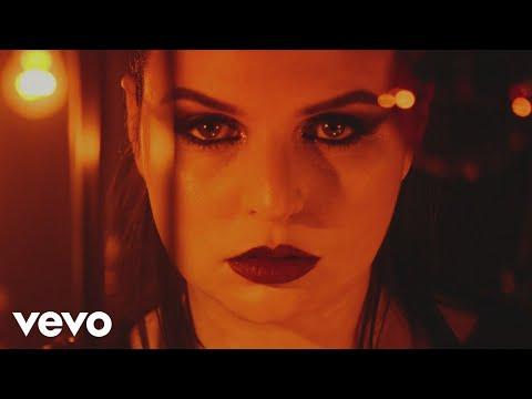 Смотреть клип Emma Blackery - Wolves