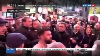 Кандидат в президенты Франции Макрон получил яйцом в лицо