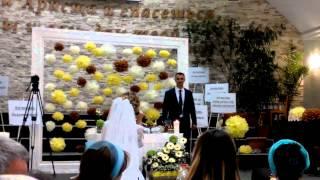Невеста поёт для своего жениха...