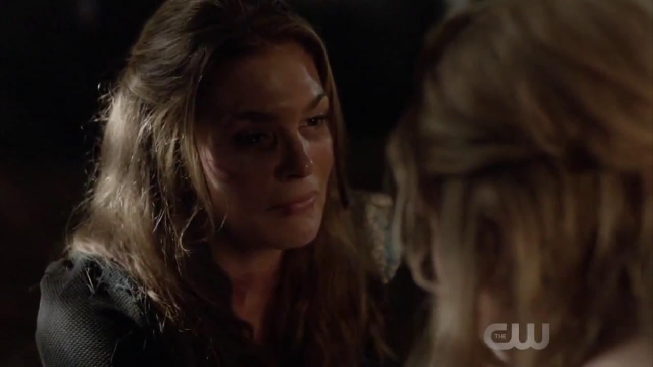 The 100 4x01 Clarke tells her mom that she loved Lexa
