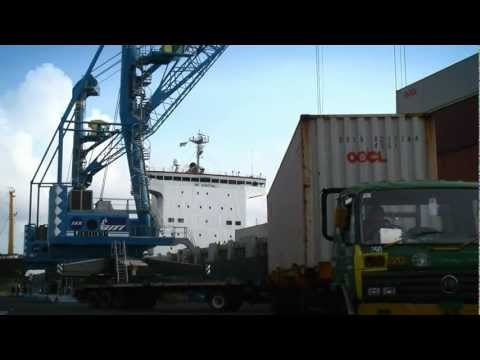 Liebherr - LHM 420 Mobile Harbour Crane in Container Handling