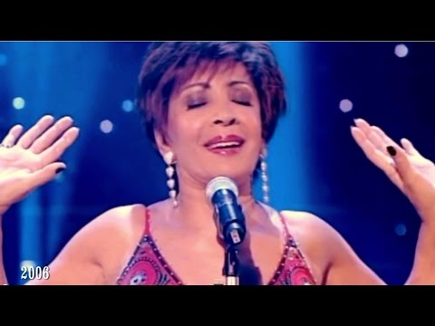 Shirley Bassey - GOLDFINGER / MOONRAKER / Diamonds Are Forever (Medley)  ( 2006 Live)