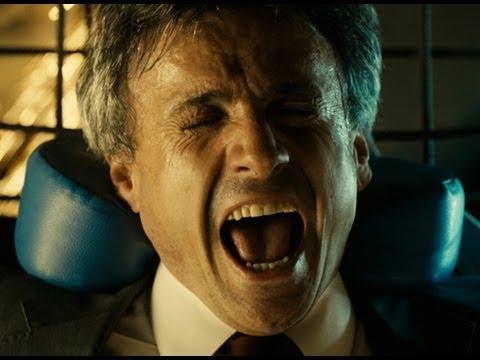 あ……頭に……鉄筋が刺さっているうううううううううう!映画『刺さった男』予告編