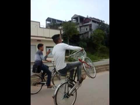 Hoàng con thái nguyên bốc đầu xe đạp
