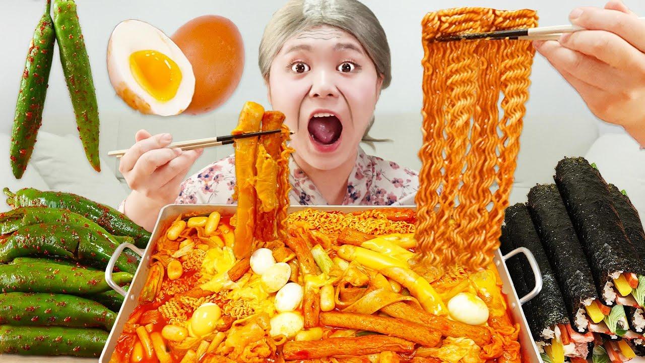 Download MUKBANG 하이유의 직접 만든 대왕 라볶이 참치김밥 오이고추김치 먹방! SPICY TTEOKBOKKI FIRE NOODLES Gimbap EATING| HIU 하이유