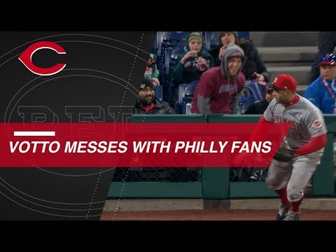 Joey Votto hustles for ball and trolls Phillies fans