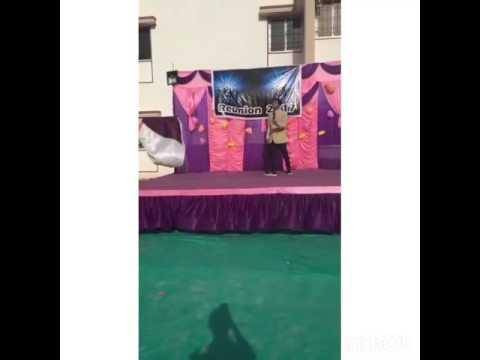 Dance on popular Bollywood songs ('