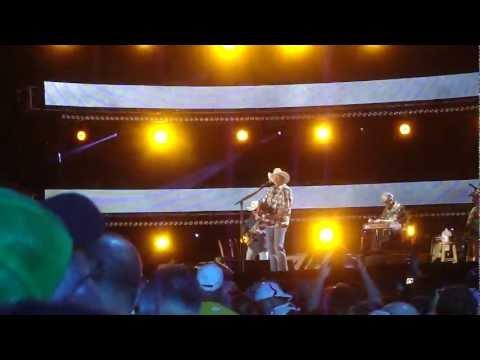 Alan Jackson - Chatahoochie (LIve CMA Fest 2012)