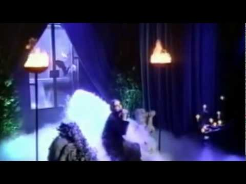 Annie Lennox - Lovesong for a Vampire (Live on TV)