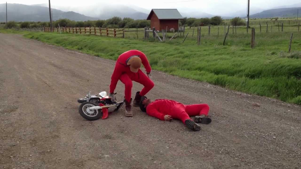 People are awesome dirt bike crash!! Getting down and dirty on the ...