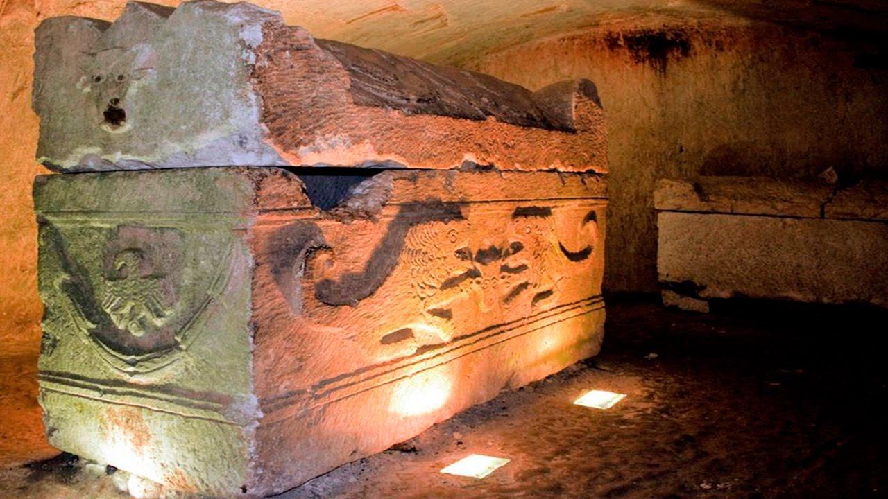 Resultado de imagem para Encuentran Seres Reptilianos dentro de un Sarcófago