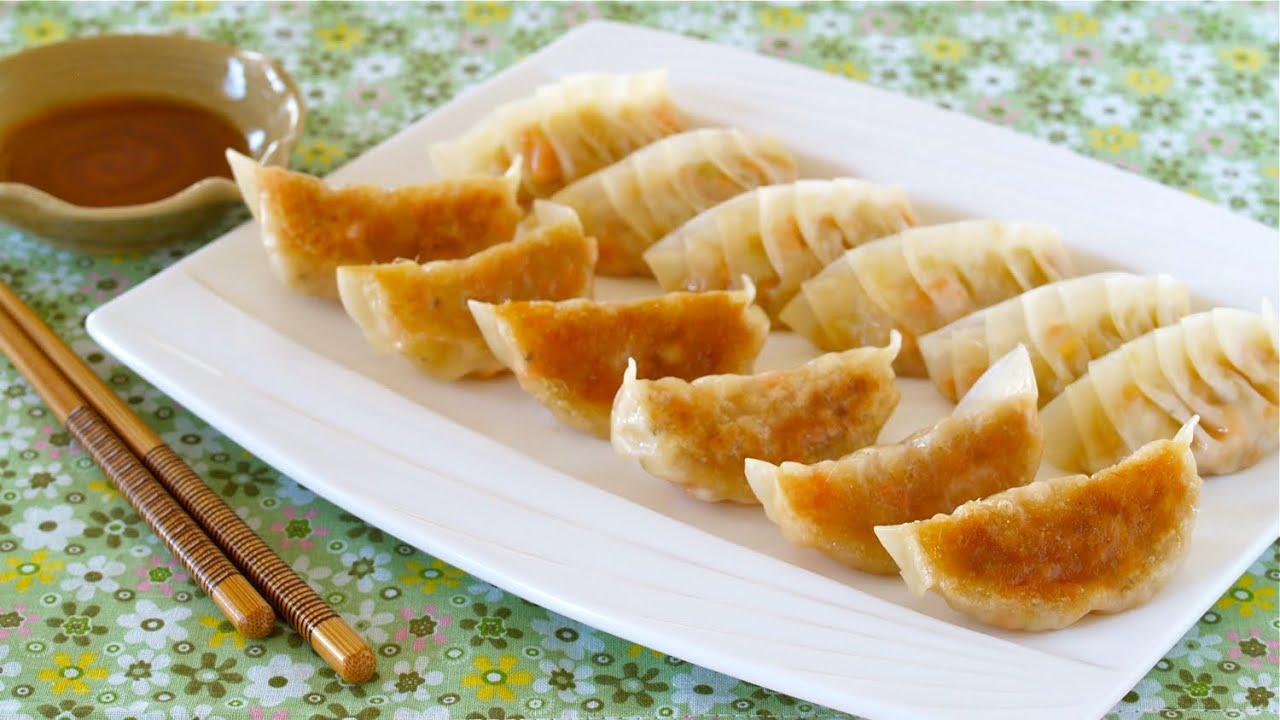 Vegetable Gyoza (Vegetarian Fried Dumplings) 野菜餃子の作り方 ...