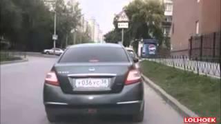 Auto stelen van een vrouw is makkelijk!