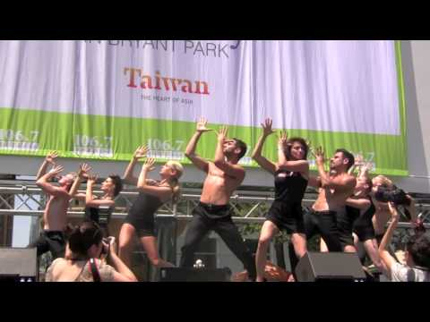 The Cast of Chicago on Broadway Perform the sexy number