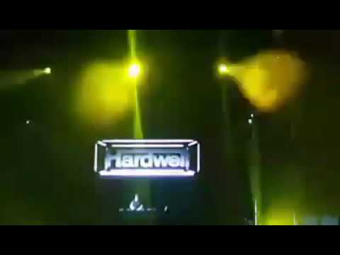 HARDWELL Stop Performance Because Of Fight...