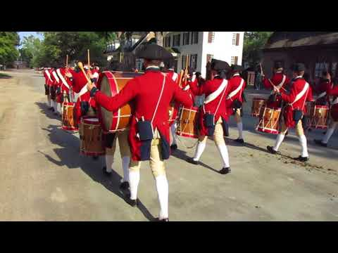 Colonial Williamsburg Fifes and Drums march toward the Capitol on Friday, 8/25/17 7517