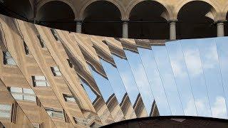 Phillip K Smith III und COS erstellen Sie Wand-Spiegel in historischen italienischen palazzo
