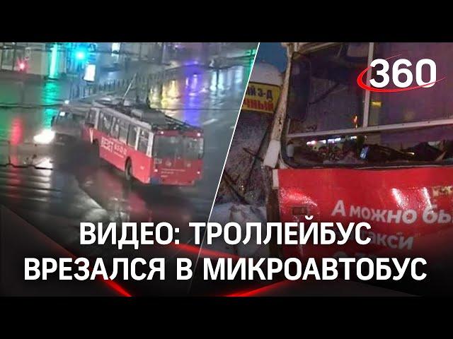 Рогатый и маршрутка не поделили перекресток в Омске