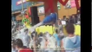видео Оборудование для спецэффектов на праздник или вечеринку: генератор мыльных пузырей, дыма и пены для дискотек, конфетти.