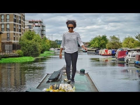 Living in London on a CANAL BOAT  [Uma Daily #5]