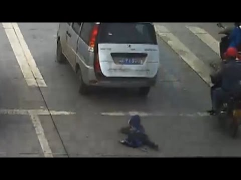 How To Catch Falling Son >> Child Run Over After Falling From Moving Car