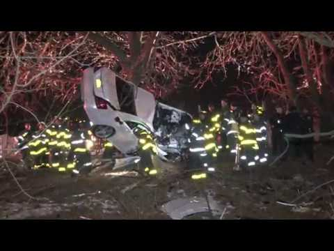 RAW VIDEO - Car into tree with 2 fatalities on Bronx River Parkway at 233rd Street in The Bronx