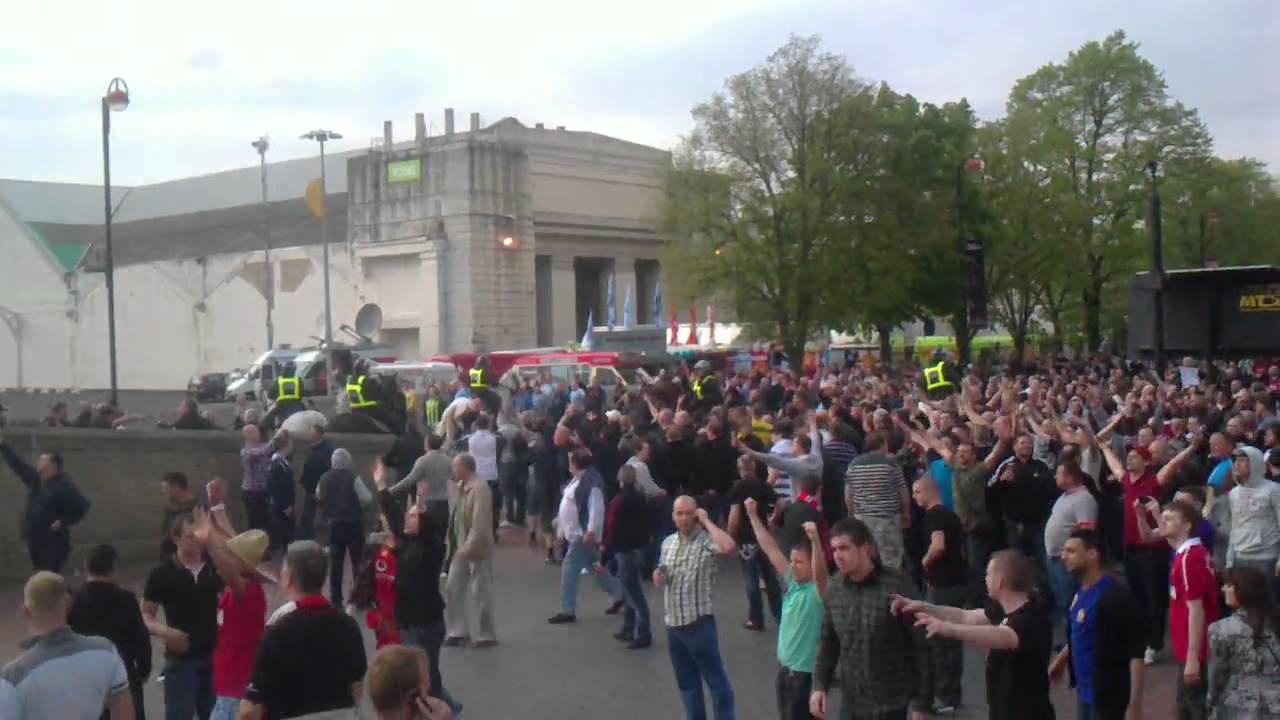 manchester united fans vs city fans!!! - YouTube