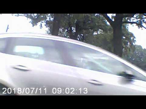 Nagranie jest na zbliżeniu, więc trudno oszacować na ile blisko auta z kamerą przejechał drugi pojazd. Nie jednak co do tego wątpliwości, że niewiele brakowało do poważnego wypadku.