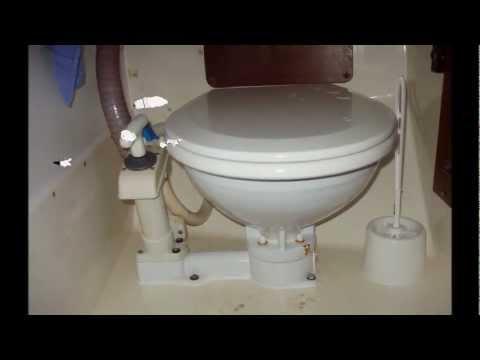 Elektrisch Toilet Verstopt : Johnson pump yacht toilet youtube