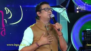 """Vijay Prakash singing """"Open Hairu Bitkondu"""" from the movie Adhyaksha @ 54th Bengaluru Ganesh Utsava"""