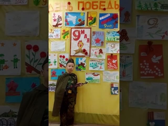 Изображение предпросмотра прочтения – АлексейДанилов читает произведение «9 мая» Т.Е.Лавровой