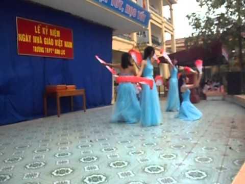 Tiết mục múa chào mừng ngày 20-11 của lớp 10A3-THPT C Bình Lục-Phần 2