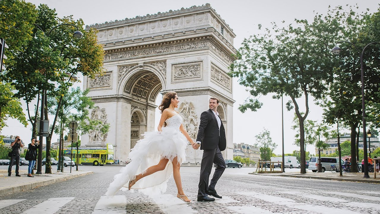 Paris Elopement - The Ultimate Guide for the Modern Bride (2019)